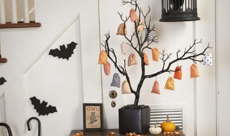 décoration halloween branches arbres peintes en noir