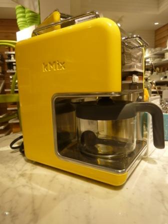 cafetière jaune crate and barrel montréal