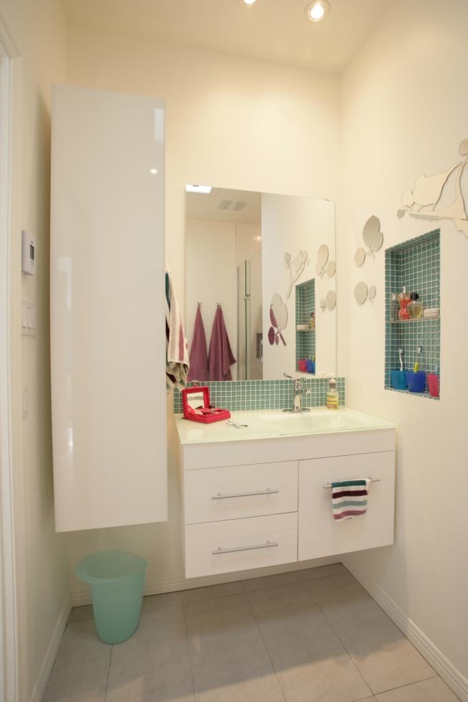 Am nager une petite salle de bain d conome for Petite salle de bain renovation