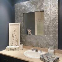 DIY: un cadre avec tuiles de plafond en métal