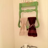 Transformer une chaise en porte-serviettes