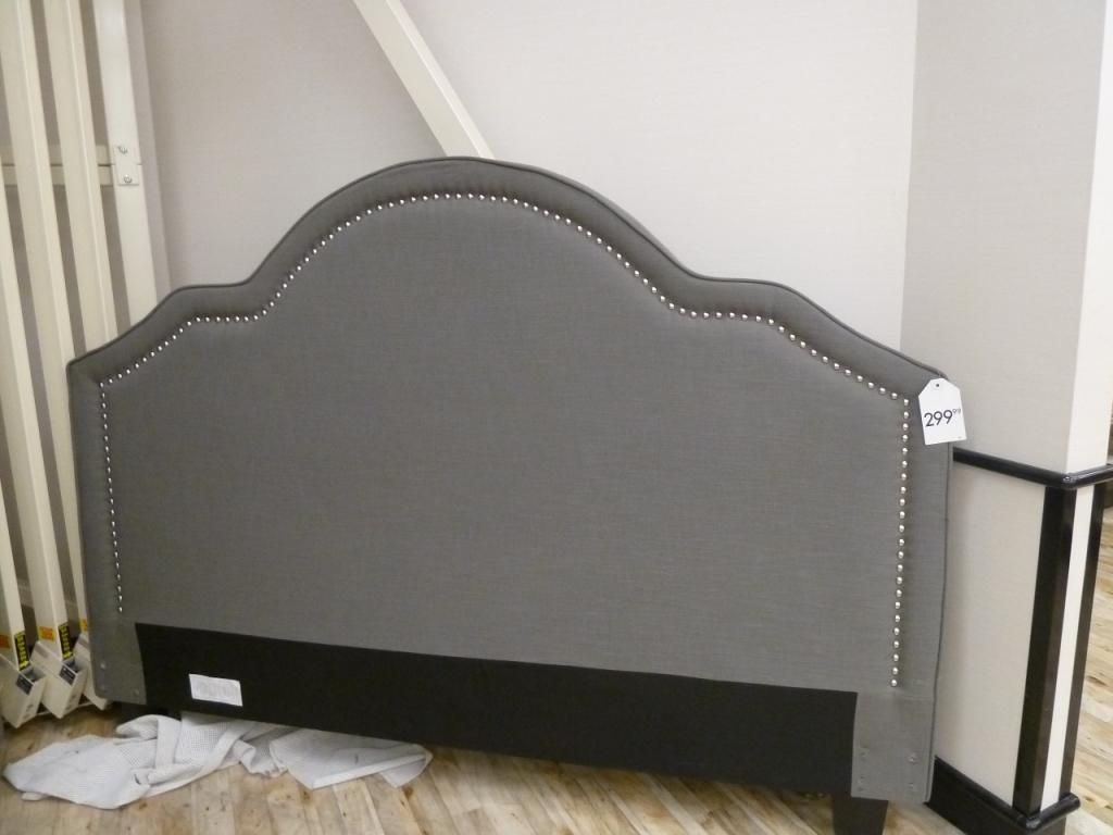 que peut on trouver chez homesense d conome. Black Bedroom Furniture Sets. Home Design Ideas