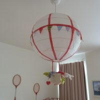 DIY: un luminaire montgolfière pour chambre d'enfant