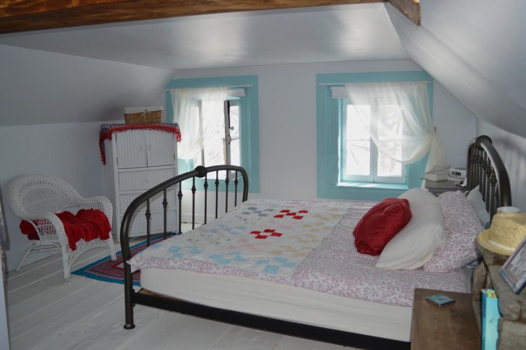 chambre mansarde blanc bleu