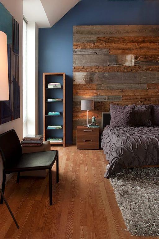 chambre mur bleu et bois de grange