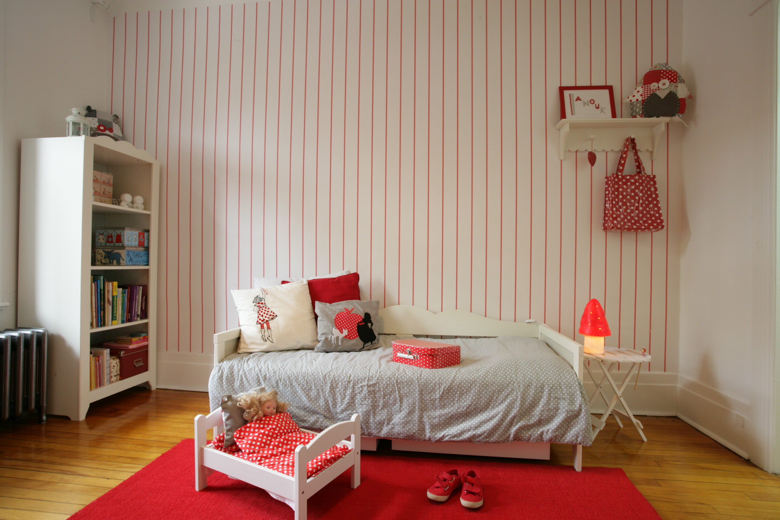 Chambre blanche et rouge for Chambre blanche