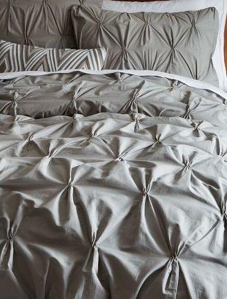 une chambre avec mur en bois de grange d conome. Black Bedroom Furniture Sets. Home Design Ideas
