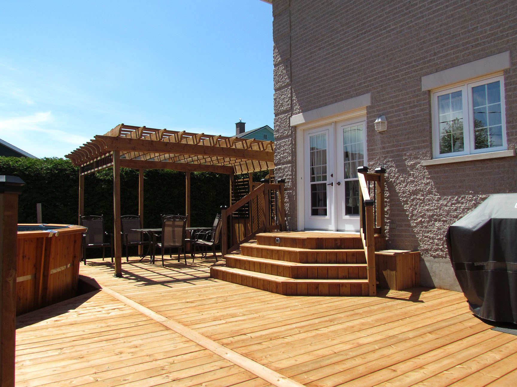 Plan De Patio Exterieur En Bois Of Le Bois Trait Brun Pour Un Patio D 39 Aspect Naturel D Conome