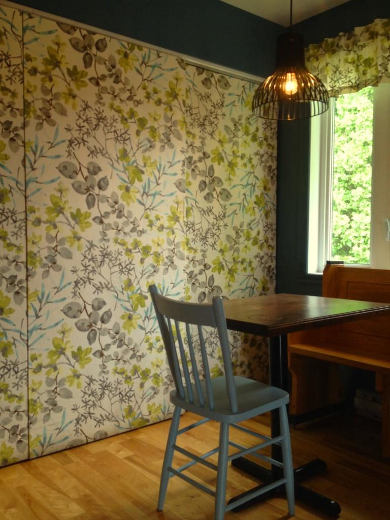 relooker des portes coulissantes avec du tissu d conome. Black Bedroom Furniture Sets. Home Design Ideas
