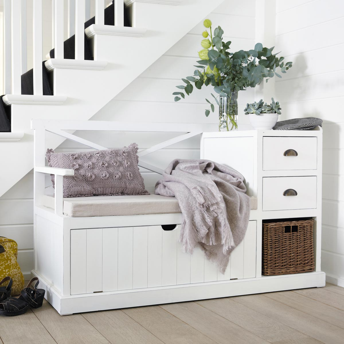 banc rangement enfant set de tiroirs de rangement sur roulettes pour lits bas asoral with banc. Black Bedroom Furniture Sets. Home Design Ideas