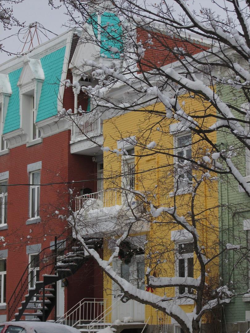 Maison couleur Montréal neige