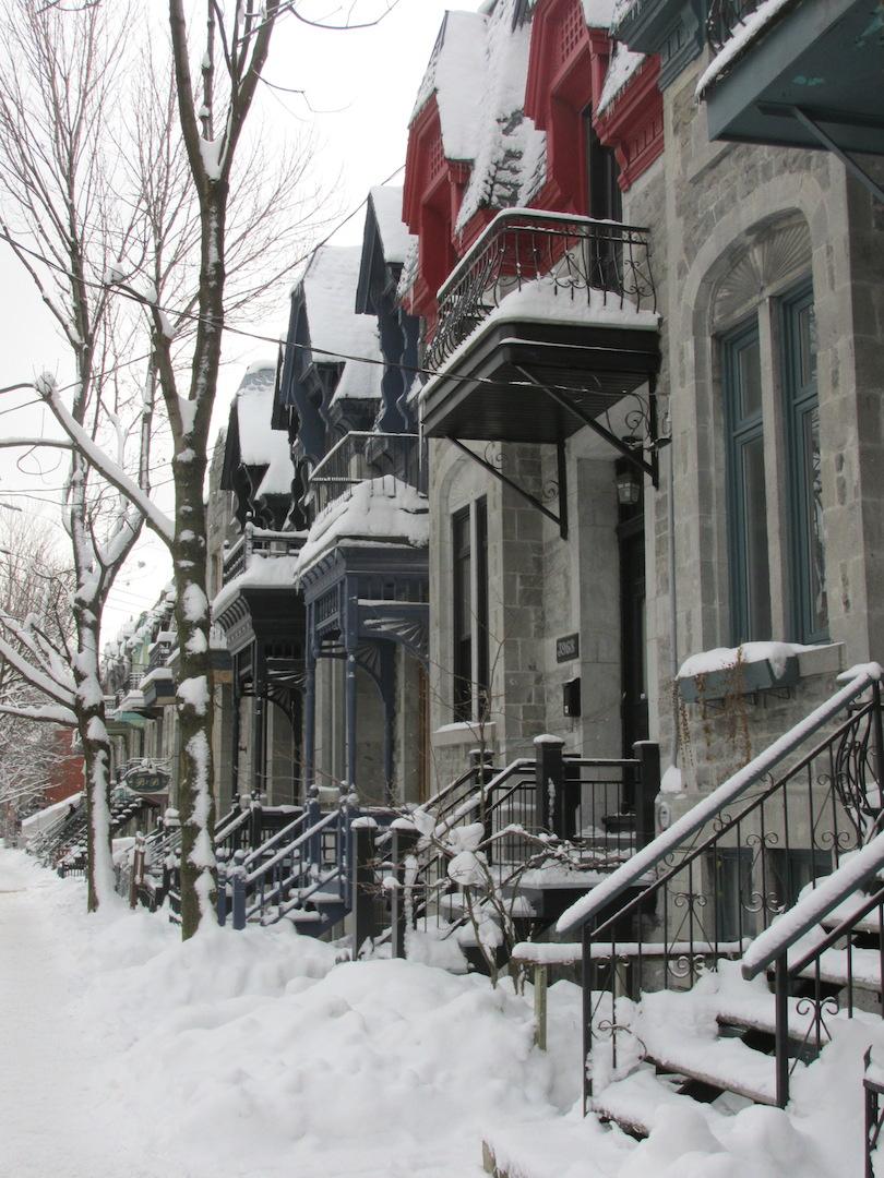 rue plateau montréal neige maison couleur