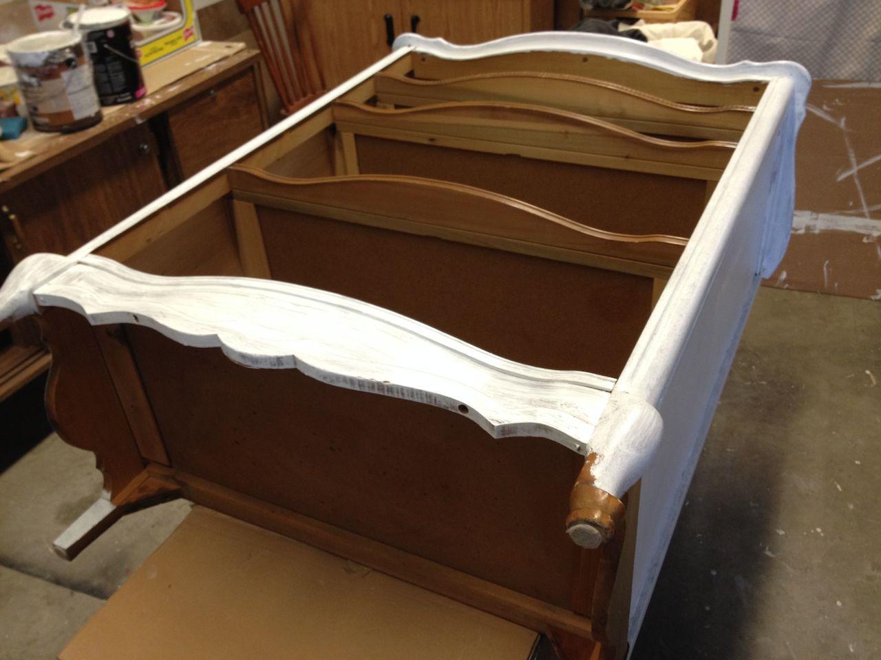 Latest astuces peinture meuble with comment peindre un - Peinture pour meuble vernis sans poncage ...