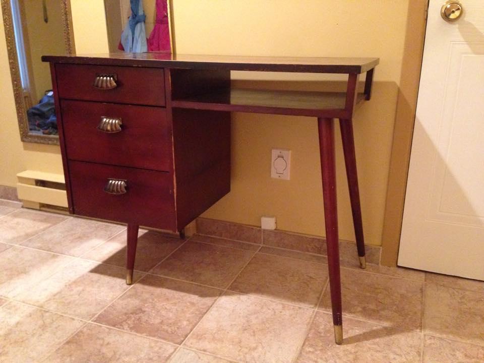 comment peindre un meuble d conome. Black Bedroom Furniture Sets. Home Design Ideas