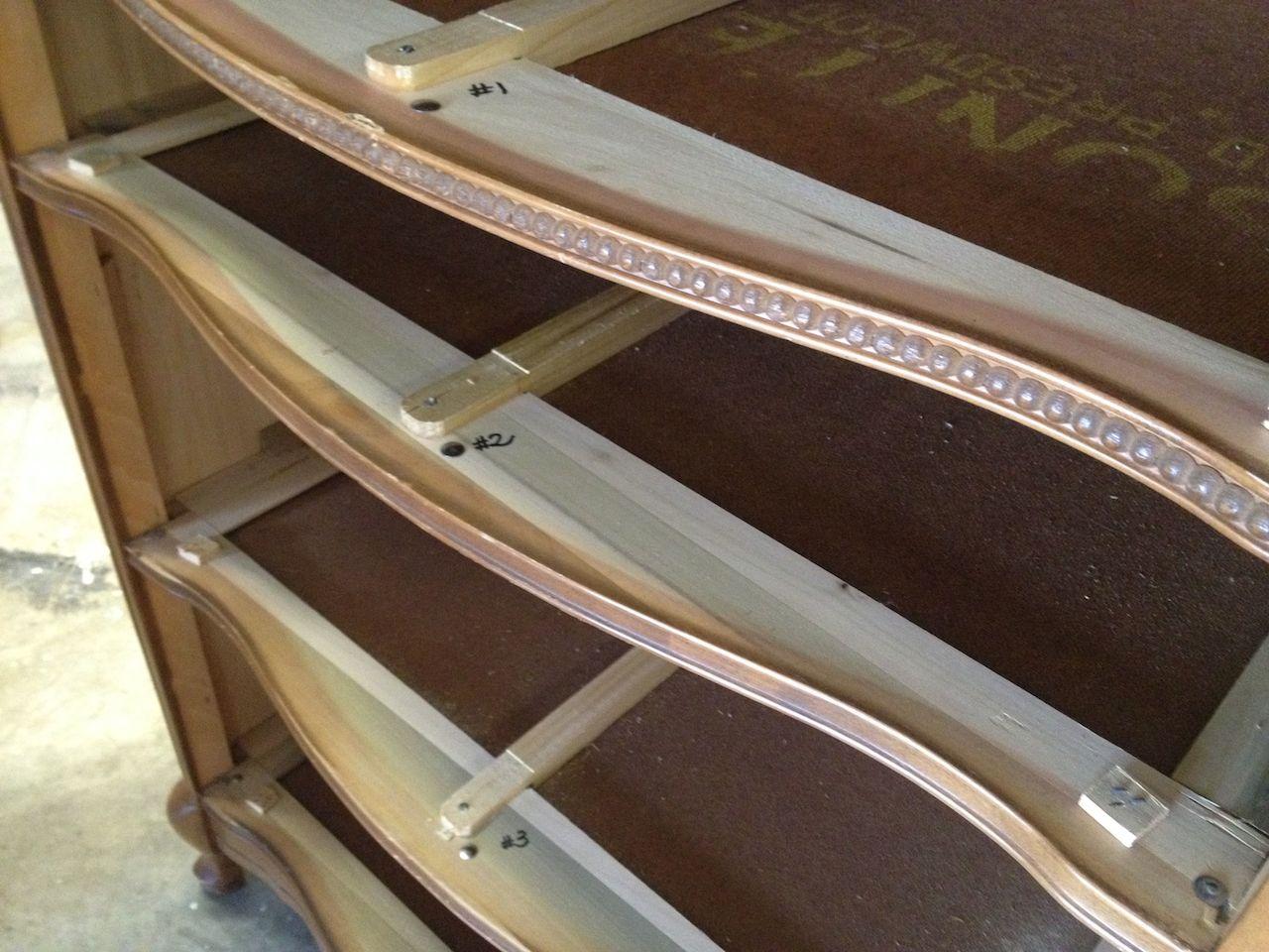 Comment sabler un meuble latest quelques abrasifs utiles - Peinture pour meuble bois sans poncer ...