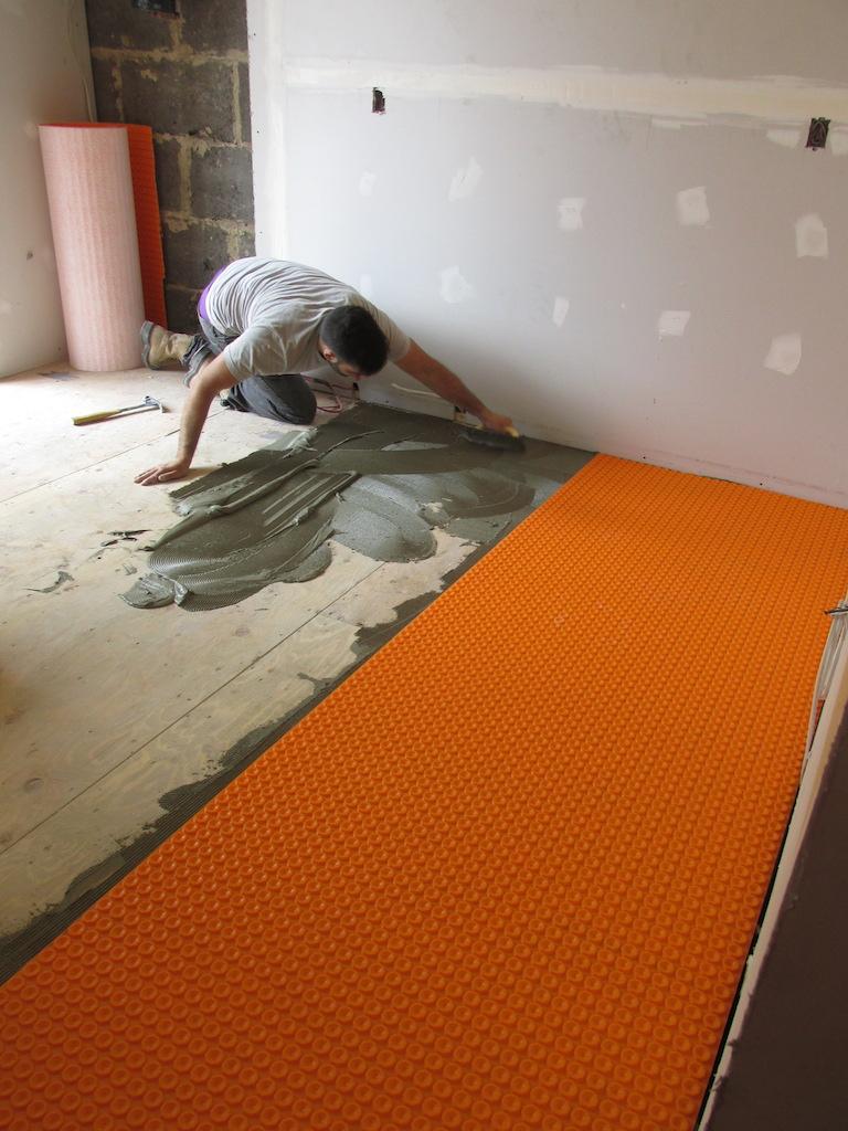 Ma saga des r nos la cuisine semaine 2 le plancher chauffant d conome - Pose parquet sur plancher chauffant ...