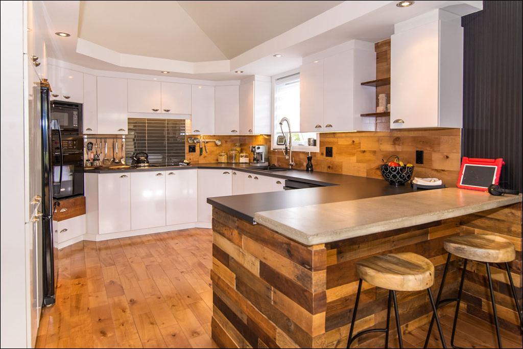 ilot de cuisine en bois de grange. Black Bedroom Furniture Sets. Home Design Ideas