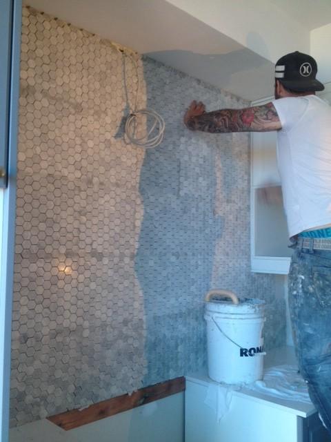 pose dosseret mosaïque marbre hexagonal