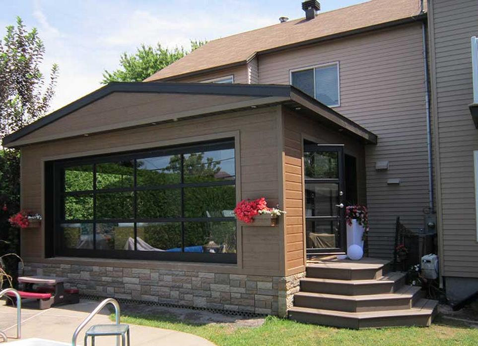 Une porte de garage dans le d cor d conome for Idee decoration porte patio