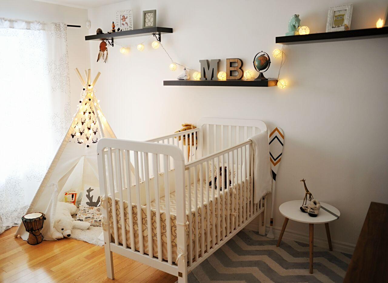 chambre de bébé tons neutres crème et noir