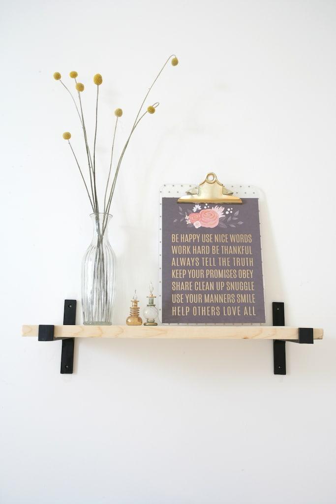equerre decorative en fonte forme T Québec / T Shaped cast iron bracket for you shelves