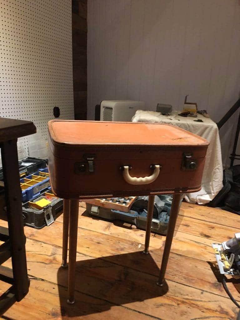 Transformer Une Valise En Table D Appoint D Conome # Table De Salon En Mdf
