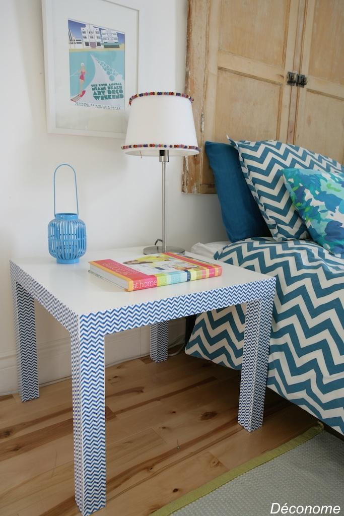 IKEA hack lack table with chevron duct tape \ Relooking d'une table lack IKEA avec du duct tape (scotch) à chevrons bleu et blanc