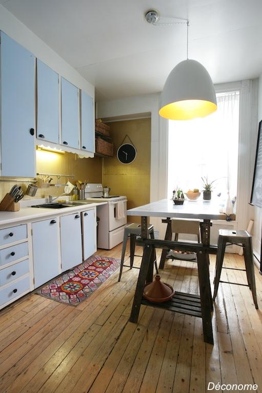 Cuisine murs peinture dorée Ralph Lauren et portes peintes en bleu ciel / old kitchen gold paint