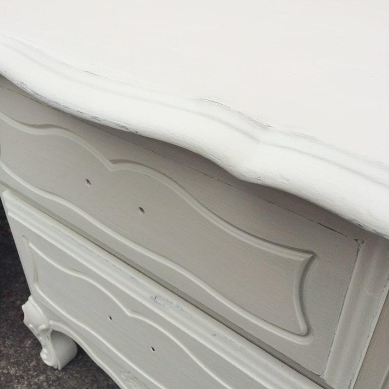Réaliser un effet vieilli sur les arrêtes d'un meuble