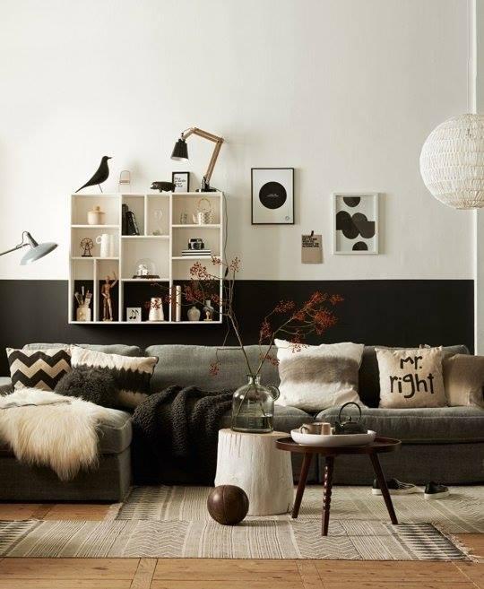 demi mur poeint en noir et étagère graphique / half painted black wall