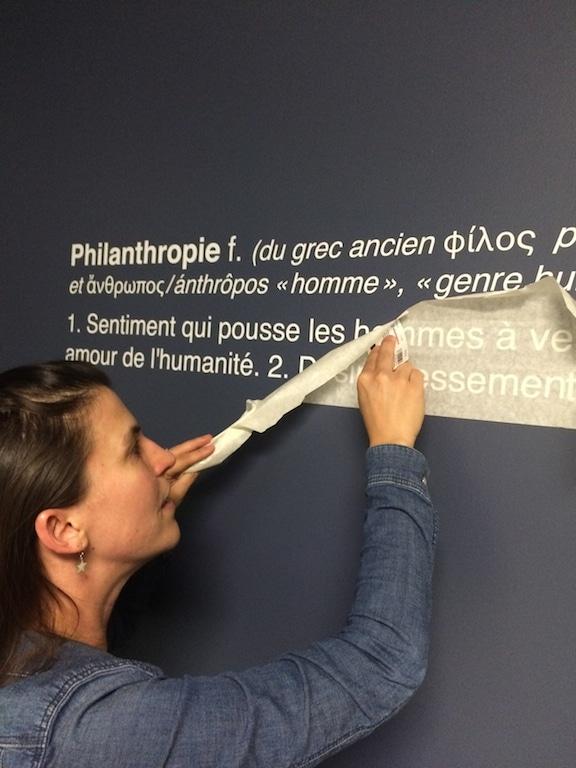Comment poser un stickers adhesif mural en vinyle