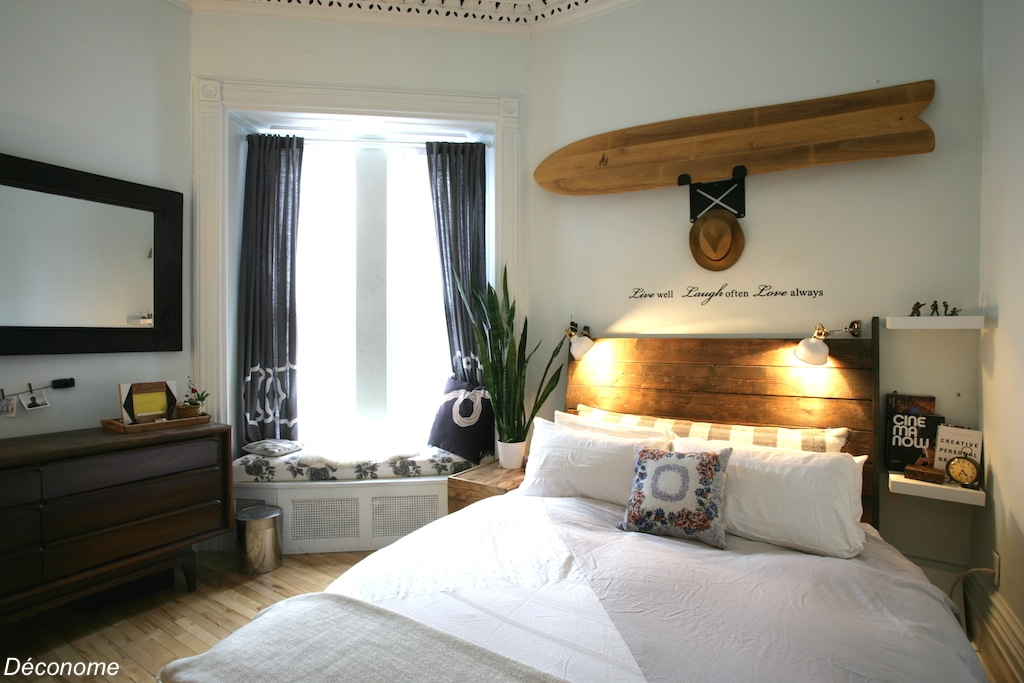 chambre à coucher surf / bedroom with a vintage surfboard as headboard