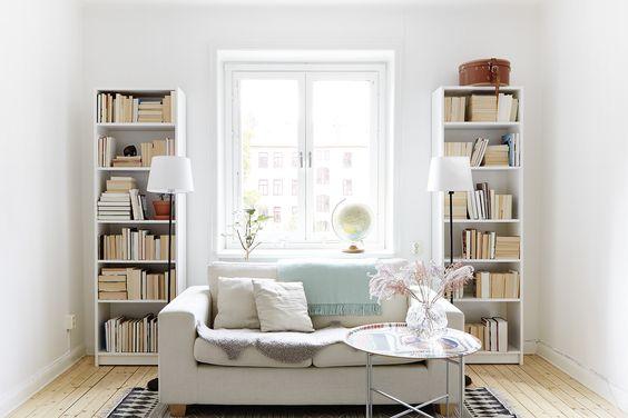 placer un canapé devant la fenêtre