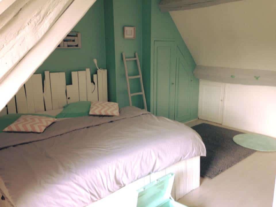 fabriquer une base de lit en palettes d conome. Black Bedroom Furniture Sets. Home Design Ideas