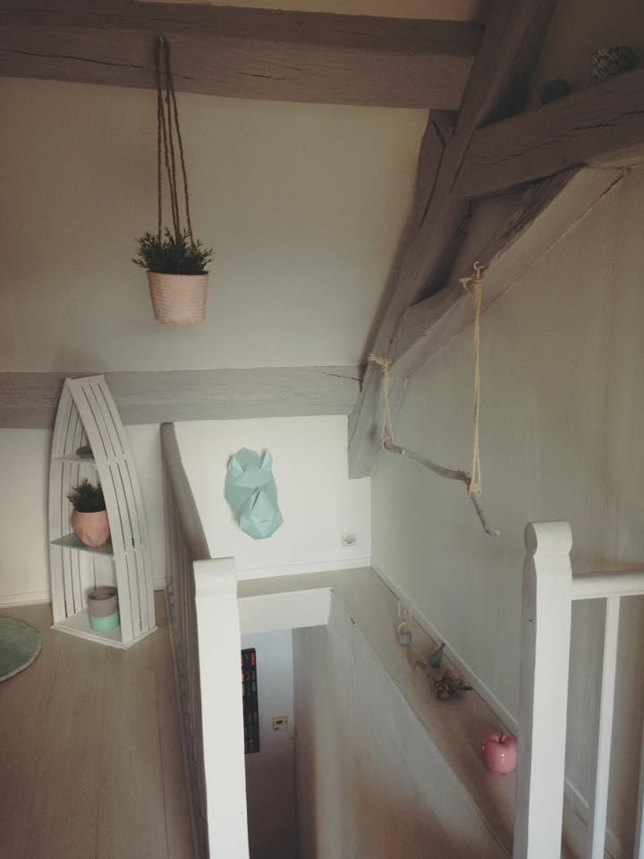 chambre sous les toits avec poutres apparentes