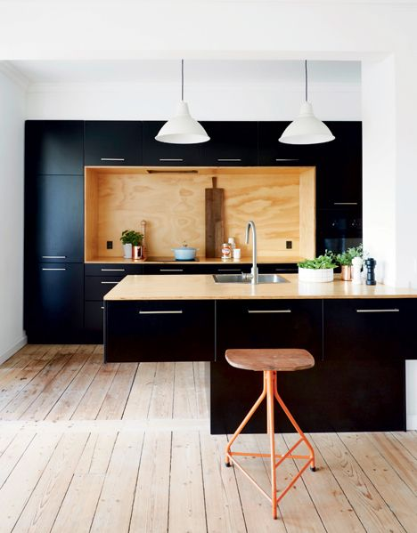cuisine noire avec insertions de contreplaqué plywood