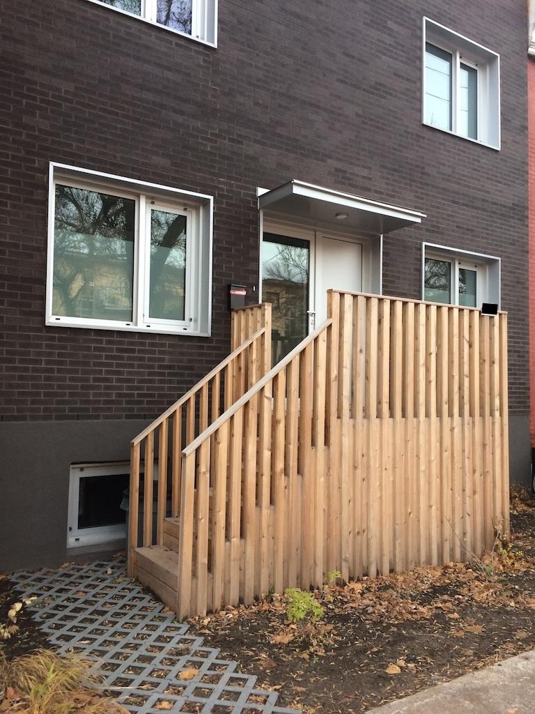 balcon avant original en bois