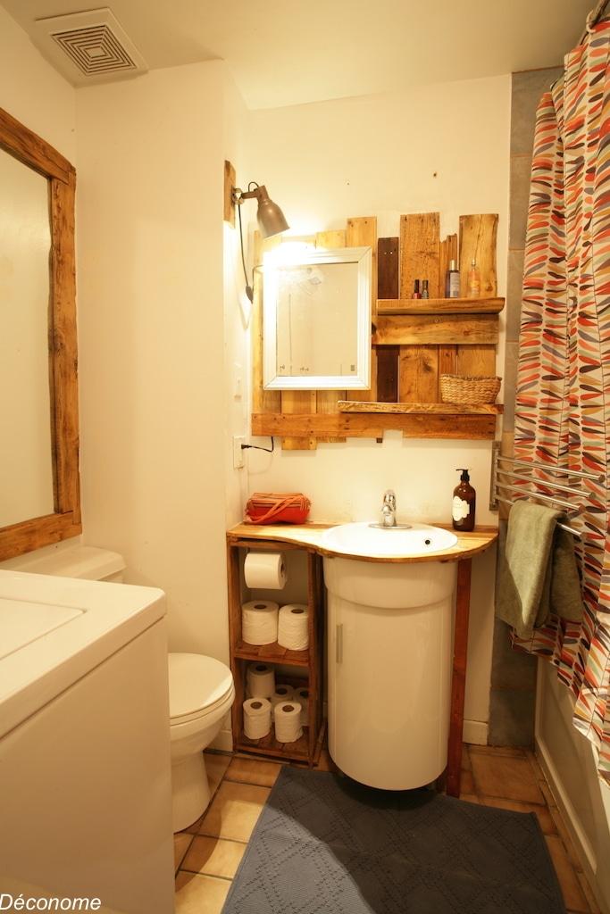 meuble-lavabo et étagères de rangement fabriqués avec une palette / bathroom vanity and shelving made with pallet