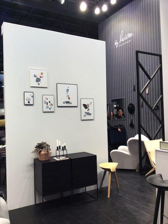 By Lassen au Salon Maison & Objet. Style épuré et lignes droites, mélange classique de gris, noir et blanc
