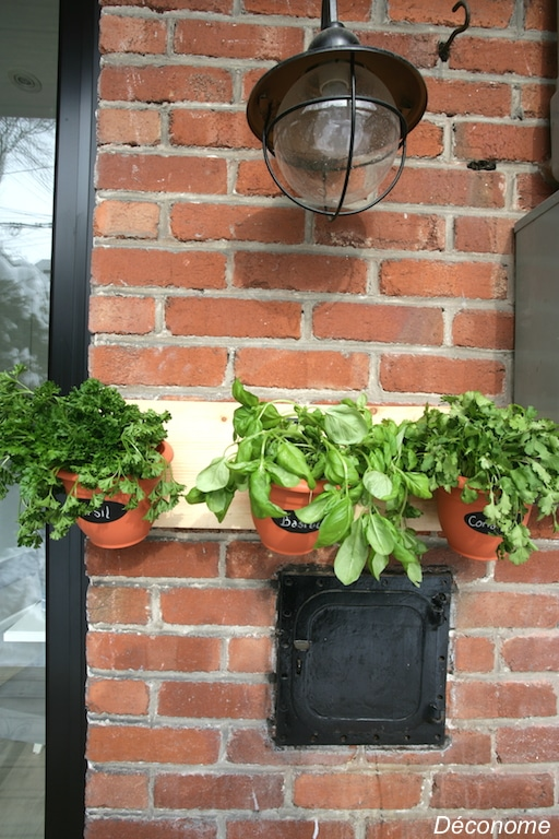 wall mounted plant pot holder / support pour pot de fines herbes