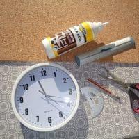 DIY: une horloge relookée avec du liège