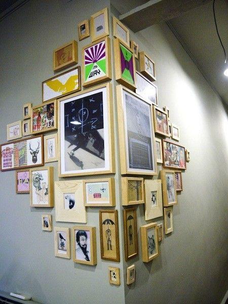 mur de cadre sur le coin extérieur d'un mur / corner wall frame gallery