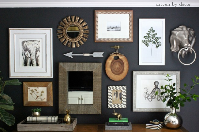 Mur de cadres et objets gallery wall mixing frames mirror and objects