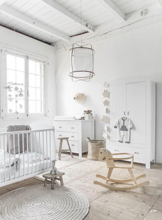 Chambre bébé blanche unisexe / White nursery room