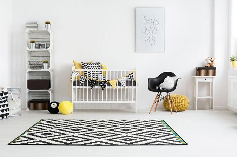 chambre de bébé graphique noire et jaune