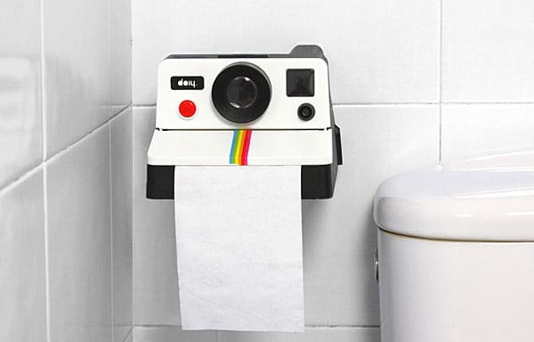 polaroll_toilet_paper_holder_inuse