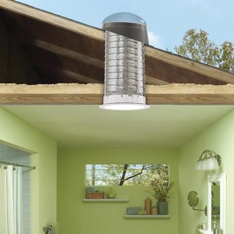 Ajouter une fen tre de toit ou un puits de lumi re un investissement payant d conome - Puit de lumiere velux ...
