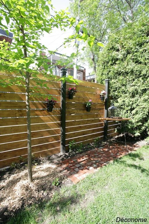 objet déconome pour tenir des pots sur une clôture horizontale
