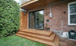 Comment teindre un patio en bois traité brun
