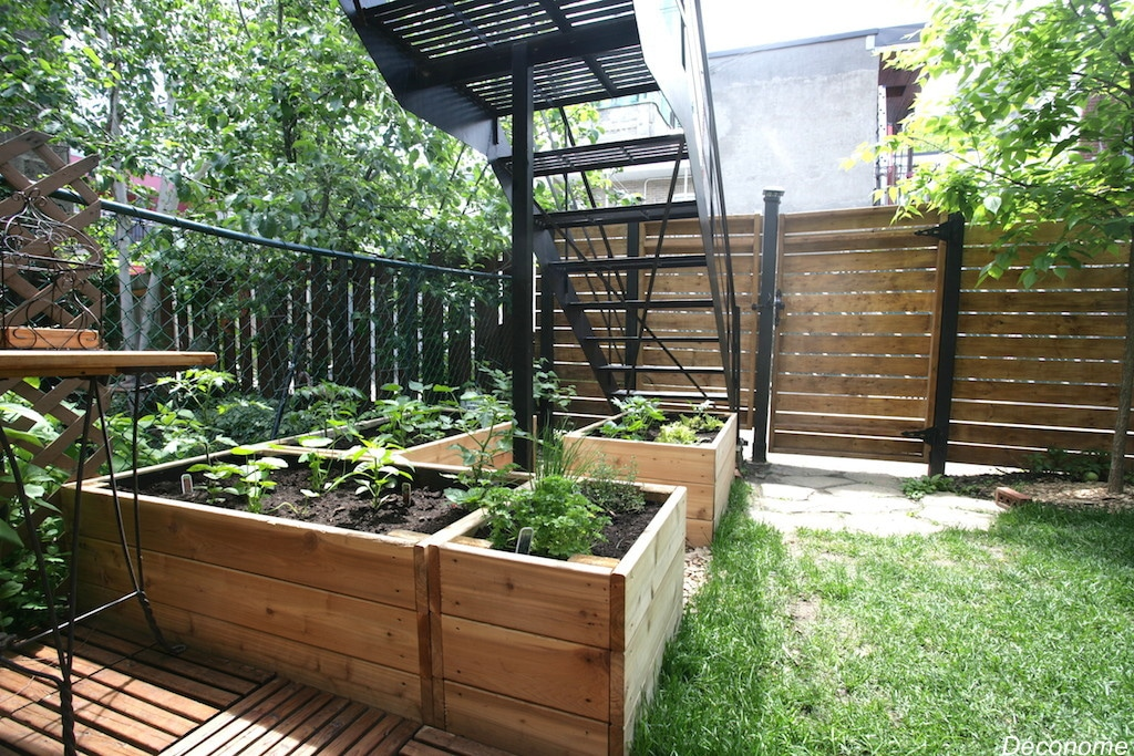comment fabriquer un potager en carré en bacs surélevés / how to build a raised bed vegetable garden